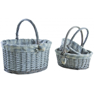 Photo PMA510SC : Half grey washed willow baskets with a heart